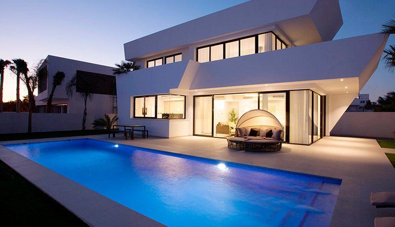 Villa Damaris Activa Investment Guardamar fachada noche